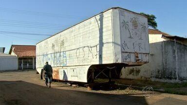 Carreta estacionada em rua da capital atrapalha moradores do bairro Coophasul - De acordo com o moradores, a carreta estaria estacionada no local há pelo menos 10 anos
