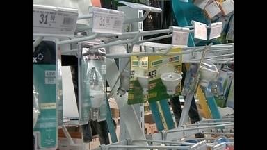 Lâmpada LED pode ser 25 vezes mais econômica que as comuns - Conheça as vantagens da lâmpada LED.