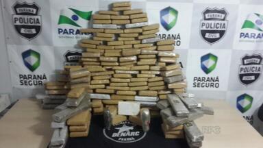 Denarc apreende mais de 200 quilos de maconha em Guarapuava - A apreensão foi feita hoje na barreira do Distrito de Guará no fim desta manhã. Além da maconha, foram apreendidos três quilos de Haxixe e um quilo de cocaína que estavam em veículo roubado.