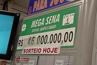 Mega-Sena acumula a segunda maior quantia do ano: R$ 46 milhões - Com a crise, muitos deixaram de apostar e o movimento nas lotéricas caiu.