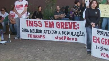 Quarta feira foi marcada por protestos em Foz do Iguaçu - Manifestantes se reuniram na Praça do Mitre e saíram em caminhada pelo centro de Foz