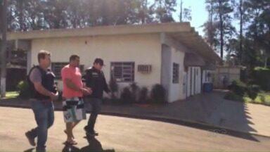 Presidente da Câmara de São Miguel do Iguaçu é transferido pela polícia - Ele deixou a delegacia da cidade e foi levado para a penitenciária estadual um de Foz do Iguaçu.