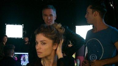 Larissa desaparece e põe em risco carreira de modelo - Loira não chega para trabalho e preocupa Visky