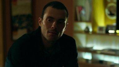 Igor desconfia que Pia esteja grávida - Personal fica intrigado quando a namorada avisa que precisa conversar com Alex