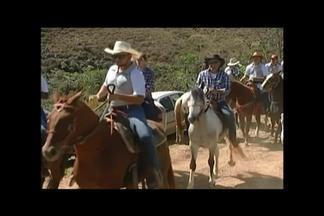 Grupo de amigos se reúne para cavalgada em Araxá - Depois de 35 anos da atividade, encontro é realizado durante esta semana. Valores como convivência, união e companheirismo é c celebrado pelos participantes.