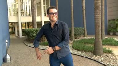 Fernando Rocha dá prévia de Baladão e Samba - Apresentador mostra que está preparado para esses ritmos