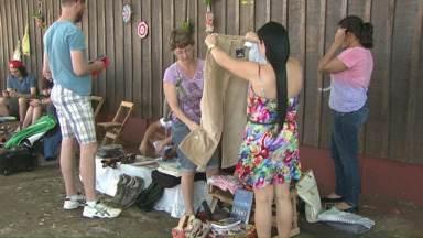 Moradores de Foz participam de feira de trocas - Essa é a segunda vez que o evento é realizado.