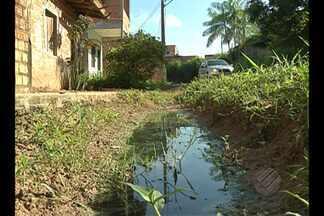 Moradores denunciam falta de saneamento em conjunto - Lixo também causa transtornos no Conjunto Iara, em Belém.