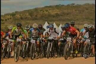 V edição do Pedal na Caatinga exige fôlego dos participantes - A competição foi no meio do mato, debaixo do sol forte e com as dificuldades que essa vegetação oferece.