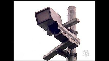 Doze radares ao longo da BR-153 começam a funcionar no trecho de Rio Preto - Motoristas que passam pelo trecho urbano da BR-153, em Rio Preto e região devem dobrar a atenção. Doze radares instalados ao longo da estrada estão em operação desde a meia noite desta segunda-feira (3).