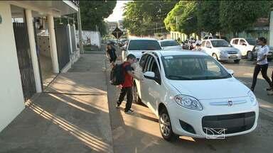 Férias terminam e volta às aulas anima estudantes - Nem mesmo o trânsito complicado em vários pontos de São Luís, conseguiu tirar a animação dos estudantes e a alegria de rever os amigos.