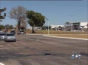 Jovem morre após ser atropelada por camionete que furou sinal vermelho em Palmas - Jovem morre após ser atropelada por camionete que furou sinal vermelho em Palmas
