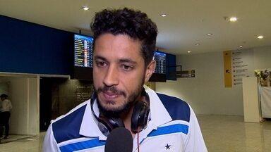 Zagueiro Léo comenta sobre a possibilidade de atuar na lateral direita - Jogador pode ser opção no setor para a partida contra o Palmeiras