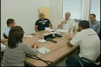 Reunião discute abertura do comércio em feriados de agosto em Araxá - Presidente da Acia afirma que não é viável fechar o comércio.Sindicato dos Trabalhadores diz que busca condições de trabalho.