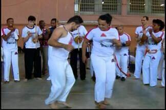 Movimento Unificado Negro promove atividades para valorizar cultura afro em Divinópolis - Apresentação ocorreu na escola estadual Padre Matias Lobato.