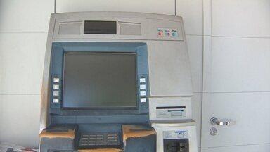 Bandidos levam R$ 250 de caixa eletrônico da câmara municipal de Macapá - Na tarde de ontem bandidos furtaram um caixa eletrônico do Banco do Brasil que fica em frente a câmara municipal de Macapá. O valor levado pelos assaltantes seria de 250 mil reais.
