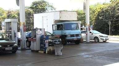Justiça determina que postos de combustíveis devem reduzir preços, em Goiânia - Valores sofreram aumento repentino há cerca de dez dias.