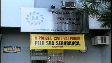 Policiamento fica reduzido em Uruguaiana devido ao parcelamento de salários dos servidores - Movimentação em frente ao quartel da Brigada Militar começou cedo.