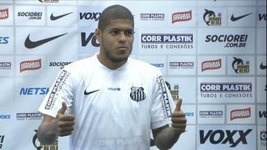 Apresentado pelo Santos, Leandro se diz pronto para já estrear - Atacante explica que decidiu sair do Palmeiras para respirar novos ares
