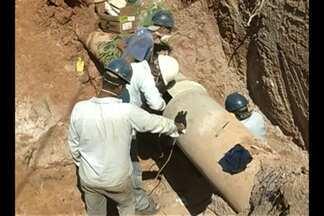 Rompimento de adutora deixa parte de Parauapebas sem água - Principal adutora da cidade se rompeu deixando 120 mil sem água.
