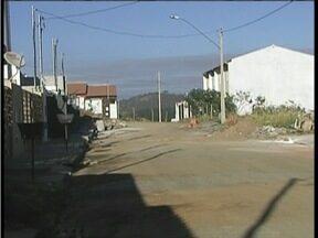 Calendário: Moradores do Bairro Caravelas em GV estão satisfeitos com melhorias no local - Rua que estava esburacada prejudicava o trânsito.