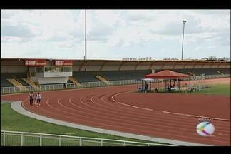 Centro de Treinamento Nacional de Atletismo é fechado em Uberlândia - Confederação Brasileira de Atletismo diz que não tem dinheiro para manter os centros. Ministério do Esporte informou que analisa prorrogar o convênio na cidade.