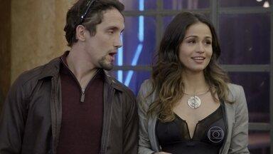 Josefina inicia seu plano secreto para a demolição da fábrica - A irmã de Joaquina pede que o amigo finja ser um arquiteto e o leva para encontrar Nando Rocha. Jô se sente culpada