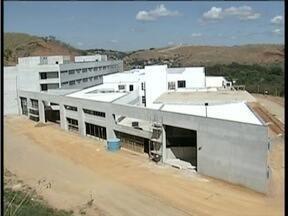 Após quatro meses paradas, obras do hospital de Valadares são retomadas - Previsão é que tudo fique pronto até 2016.