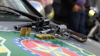 Policial é baleado por segurança, em Goiânia - Vítima investigava denúncia de que homem trabalhava usando uma arma sem registro.