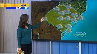 Tempo: quarta-feira (5) começa com chance de chuva em todo RS - Tempo pode abrir na Fronteira e Oeste do RS ao longo do dia.