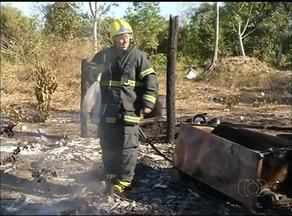 Casa de palha é destruída por incêndio em povoado no norte do estado - Casa de palha é destruída por incêndio em povoado no norte do estado