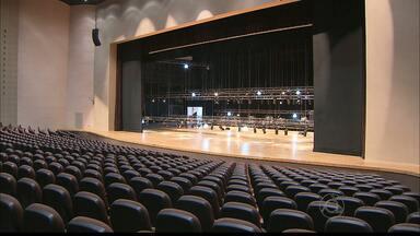 """Teatro 'A Pedra do Reino"""" será inaugurado hoje - Com capacidade de quase 3.000 lugares, o local coloca João Pessoa na rota de várias apresentações nacionais e internacionais. É o maior teatro da região nordeste."""