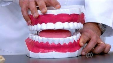Bruxismo pode desgastar os dentes - O dentista Antonio Sérgio Guimarães explica que o aleitamento materno ajuda no desenvolvimento da mandíbula. A pediatra Ana Escobar ressalta que é normal crianças rangerem um pouco os dentes.