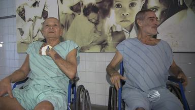 Idosos vivem em hospital sem nenhum contato com a família ou amigos em Salvador - Conheça a história de dois idosos que moram nas Obras Sociais de irmã Dulce há anos. Eles são de outro estado.