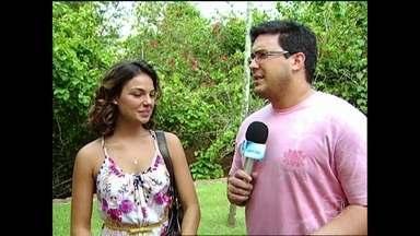 André Marques desafiou elenco de Caminho das Índias a cantar abertura - Com a letra da música em hindi, atores tentam cantar a música