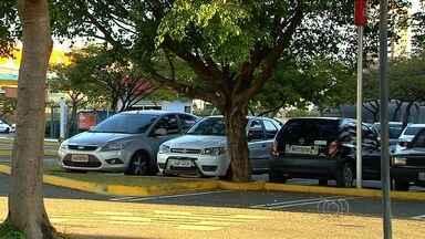 Câmara Municipal derruba veto do prefeito sobre vagas de estacionamento, em Goiânia - Lei determina que estabelecimentos comerciais ofereçam locais para estacionar os veículos.