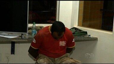 Pai e filho presos com 3 toneladas de maconha são transferidos para Brasília - Eles foram detidos quando transportavam a droga no fundo falso de um caminhão, em Rio Verde.