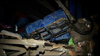 Dois passageiros feridos no acidente na BR-153 estão internados, em Uruaçu - Aqueles que receberam alta estão em um centro de apoio e aguardam condução para retornarem para o Maranhão.