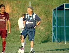 De volta ao Macaé, Josué teixeira comanda primeiro treino no alvinanil - Treinador retorna depois de 4 meses longe do clube.
