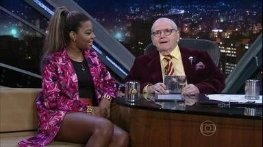 Jô Soares bate um papo muito animado com a cantora Ludmilla - Ela conta que tingia o cabelo de loiro para parecer a Beyoncé