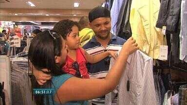 Mais da metade dos consumidores não vão comprar presentes no dia dos pais, diz pesquisa - Comerciantes esperam vender R$ 100 milhões.