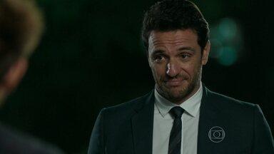 Alex despista Giovanna e a convida para jantar com Daniel - Guilherme comenta com Angel que Alex está com ciúmes dela