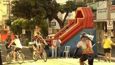 Projeto fecha parte da Avenida Goiás para oferecer espaço de lazer gratuito - Domingo no Centro permite que população aproveite local para diversão. Evento deve acontecer todos os domingos entre 7h e 16h.