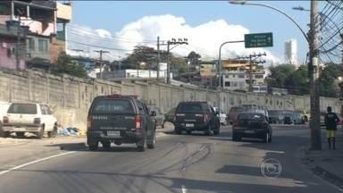 Polícia do Rio ocupa o Complexo da Pedreira depois da morte do traficante Playboy - Segundo a polícia, o traficante mais procurado do estado foi baleado numa troca de tiros com a polícia. Já a família diz que ele foi executado.