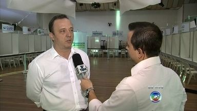 Feira de empregos reúne 20 empresas em Jundiaí - Cerca de 20 empresas participam nesta segunda-feira (10) de uma feira de empregos em Jundiaí (SP). Este é o quarto ano do evento, que reuniu mais de 5 mil participantes em 2014. O repórter Rafael Fachim tem as informações.