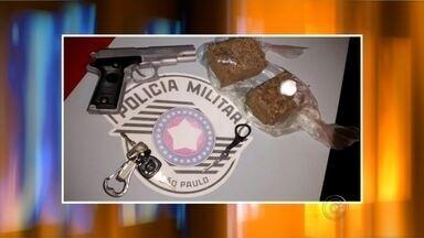 Adolescente é detido com chaves usadas para abrir carros e drogas em Bauru - Um adolescente foi detido pela polícia em Bauru nas imediações do Recinto Melo de Moraes no domingo (9). Os policiais encontraram duas chaves usadas para abrir carros e drogas.