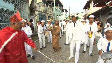 Tradição das 'Cheganças' anima o Recôncavo Baiano - A festa concentra grupos que transformam em cantoria as histórias de lutas travadas no mar.