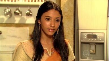 Shanti garante a Indira que não quer se casar - A menina explica que prefere fazer uma pós-graduação e ouve críticas da mãe