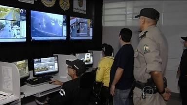 Prefeituras recebem autorização para usar câmeras de segurança para multar motoristas - Em uma semana, a prefeitura da cidade notificou 80 motoristas com ajuda das imagens. A maioria, por falta do cinto e por estacionar o carro onde não pode.