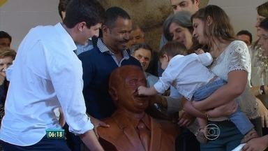 Missa em São Lourenço lembra os 50 anos do ex-governador Eduardo Campos - Foi lançada uma coleção com os discutsos de Campos.